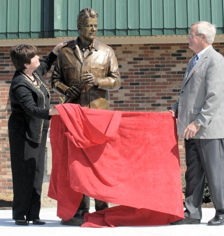 Gov. Bert T. Combs Statue Project